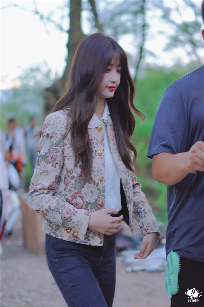 Ngu Thư Hân hết cosplay Jennie lại đến học lỏm Lisa y như con vẹt - ảnh 2