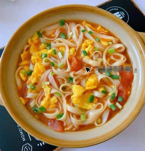 Cách nấu mì trứng và cà chua không dầu mỡ, chỉ với 3 phút cho bữa sáng ngon miệng và bổ dưỡng dạ dày - ảnh 3