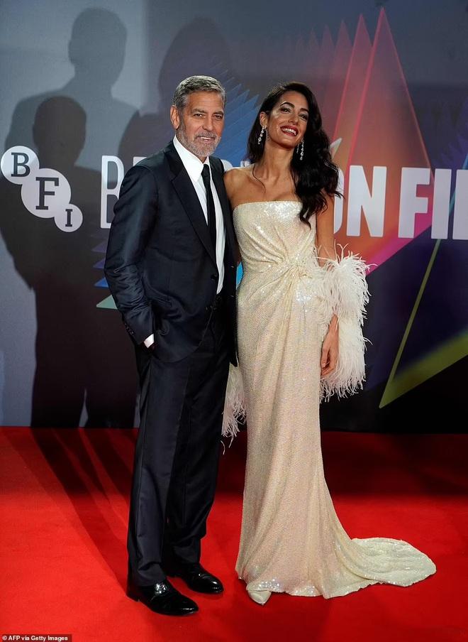 Khoảnh khắc ngọt ngào trên thảm đỏ của George Clooney và vợ kém 17 tuổi - ảnh 2