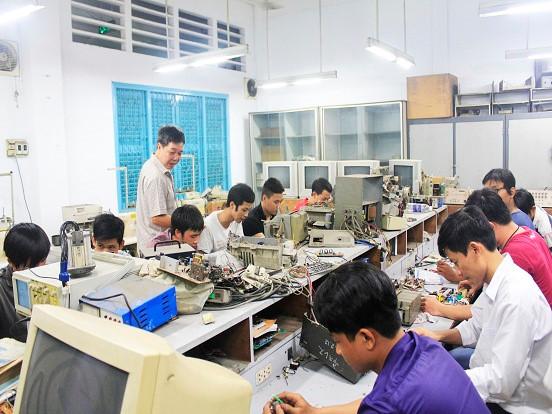 Thí điểm đào tạo trình độ cao đẳng cho học sinh tốt nghiệp THCS - ảnh 1