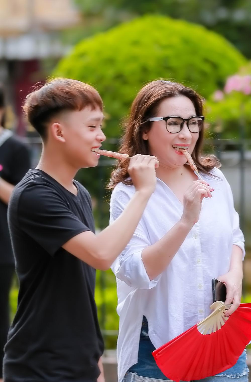 Liên tục livestream bênh Phi Nhung, trách Hồ Văn Cường vô ơn, Long Nhật bị chỉ trích gay gắt - ảnh 3