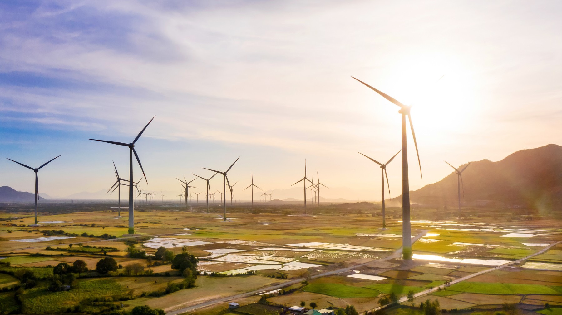 Quy hoạch điện VIII: Khắc phục mất cân đối nguồn điện, cung cấp đủ điện cho nền kinh tế đến năm 2045 - ảnh 1