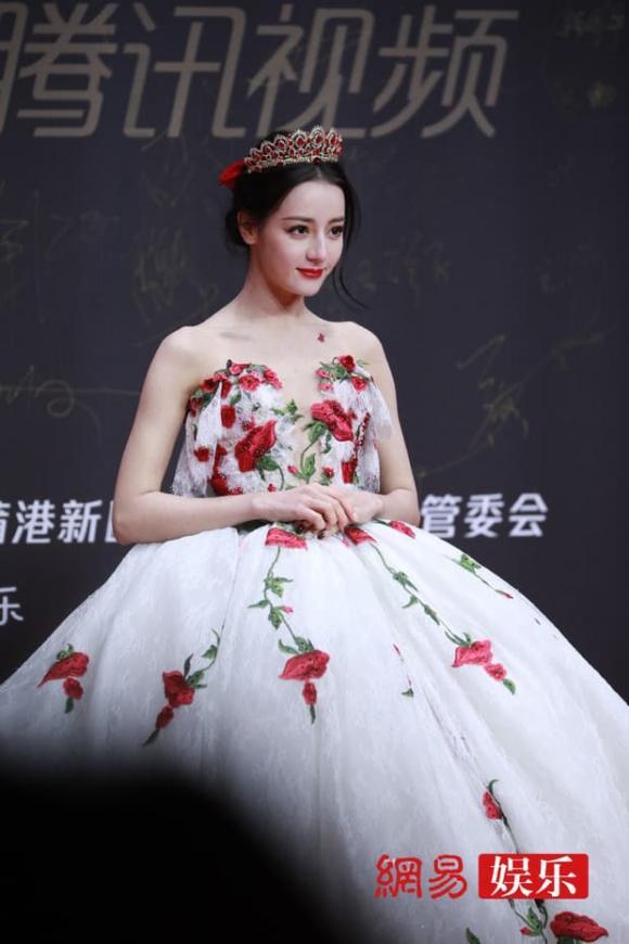 ''Mỹ nữ Tân Cương'' Địch Lệ Nhiệt Ba khoe vẻ đẹp nữ thần trên thảm đỏ, nhan sắc thế nào mà được so sánh với Phạm Băng Băng? - ảnh 14