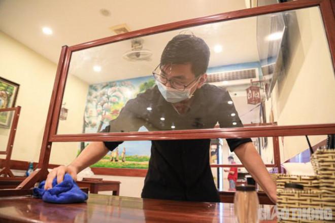 Hà Nội: Xuyên đêm dọn dẹp hàng quán để đón khách sáng 14/10 - ảnh 12