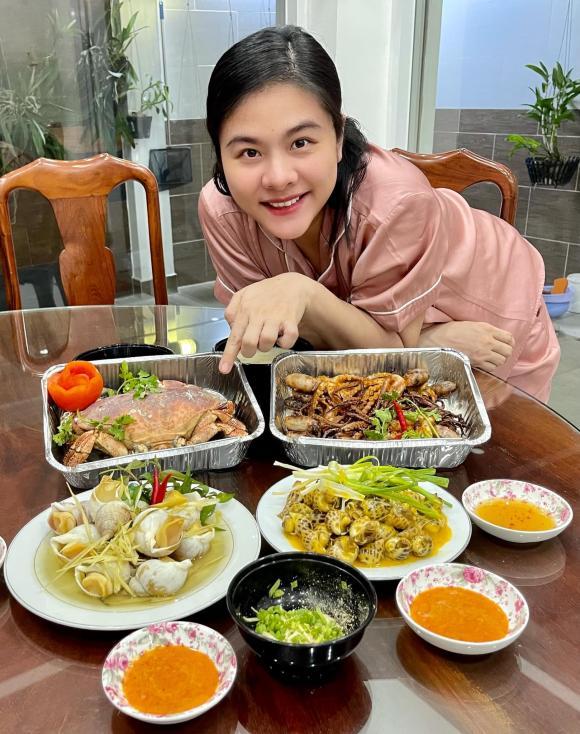 Mang bầu lần 2, Vân Trang bị ốm nghén nặng nhưng được chồng cưng chiều, bày đủ trò để dụ vợ ăn - ảnh 4