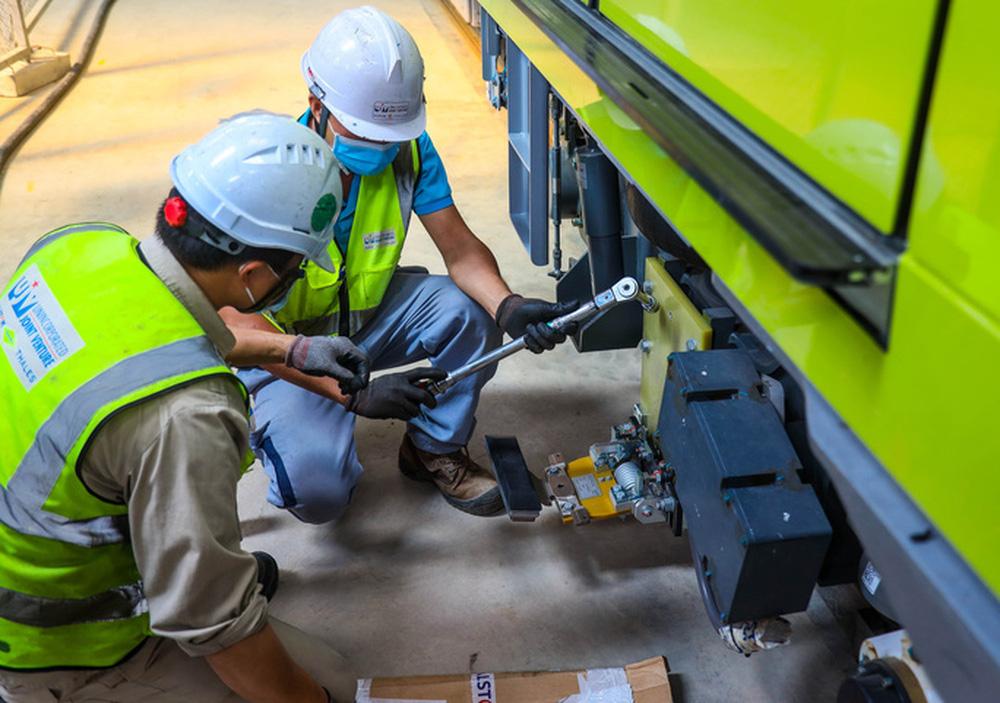 Cận cảnh 10 đoàn tàu tuyến Metro Nhổn - ga Hà Nội sẵn sàng chạy thử nghiệm - ảnh 9