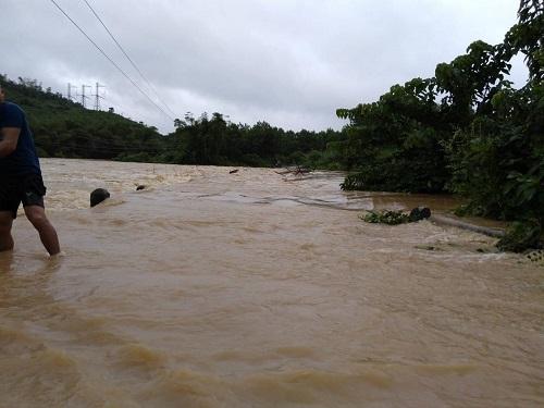 Mưa lũ gây chia cắt nhiều địa bàn miền núi Thanh Hóa - ảnh 9
