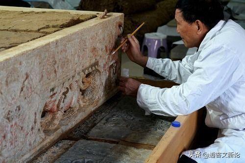 17 mảnh ván được đào từ mộ cổ và bị ném thẳng vào nhà kho, 28 năm sau, chuyên gia nhận định: ''Sai lầm không thể dung thứ'' - ảnh 1