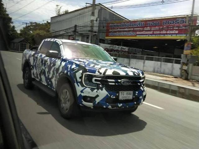 Ford Ranger 2022 lộ diện rõ nét trên đường phố: Như F-150 thu nhỏ, động cơ đồn đoán mạnh nhất phân khúc, sẽ sớm ra mắt tại Việt Nam - ảnh 1
