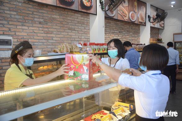Đà Nẵng cho bán ăn uống tại chỗ từ 16-10 - ảnh 1
