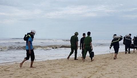 Nam sinh lớp 10 mất tích khi tắm biển trong thời điểm mưa bão - ảnh 1