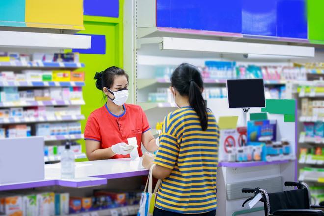 Dược sĩ tận tâm chăm sóc người dân trong mùa dịch - ảnh 1