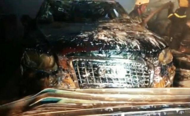Cháy garage ô tô, 3 xe sang gồm Range Rover và Audi bị ''nướng chín'' - ảnh 2