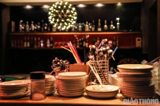 Hà Nội: Xuyên đêm dọn dẹp hàng quán để đón khách sáng 14/10 - ảnh 7