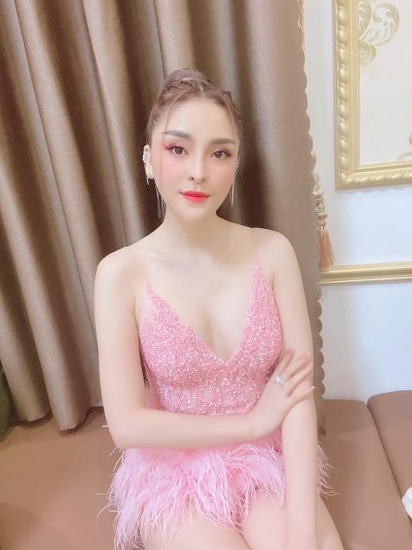 Cháu gái của Kim Tiểu Long công khai bạn trai mới sau 2 năm ly hôn chồng - ảnh 11