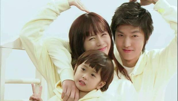 Son Ye Jin - Lee Min Ho từng có cảnh giường chiếu nóng bỏng mắt, Hyun Bin xem lại chắc tức phát điên - ảnh 9