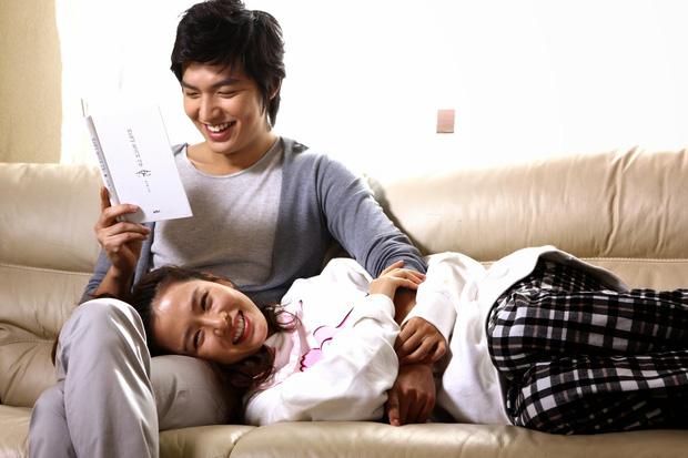 Son Ye Jin - Lee Min Ho từng có cảnh giường chiếu nóng bỏng mắt, Hyun Bin xem lại chắc tức phát điên - ảnh 1