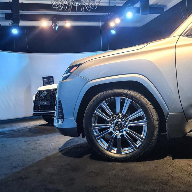 Ảnh thực tế đầu tiên của Lexus LX 600 2022: Đẹp và hầm hố hơn quảng cáo, sẽ về nước phục vụ đại gia Việt - ảnh 4