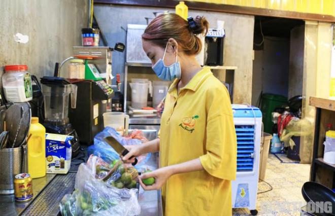 Hà Nội: Xuyên đêm dọn dẹp hàng quán để đón khách sáng 14/10 - ảnh 10