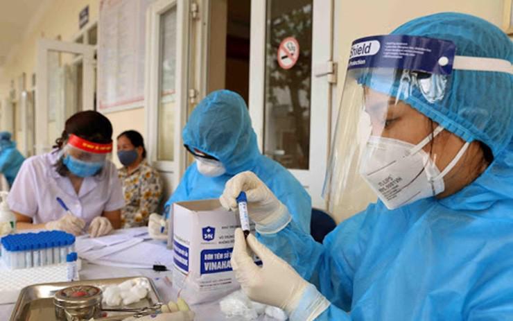3 tình huống chỉ định người tiêm đủ liều vaccine phải xét nghiệm COVID-19 - ảnh 1