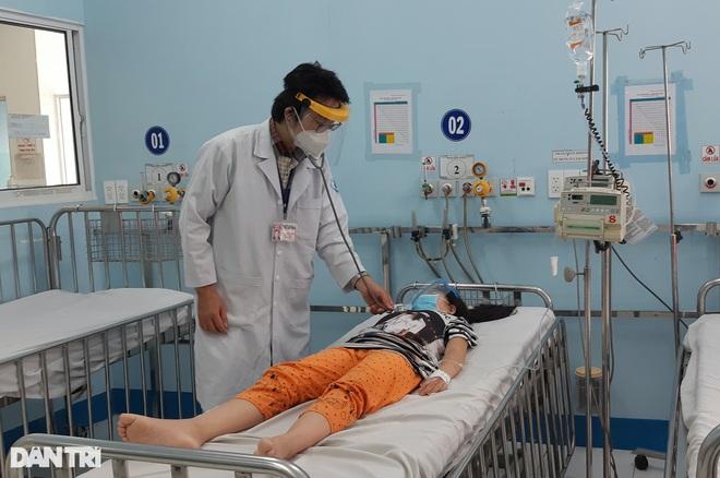 Nguy hiểm khi trẻ sốt xuất huyết nhưng cha mẹ tưởng mắc Covid-19 - ảnh 1