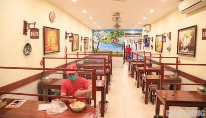 Hà Nội: Xuyên đêm dọn dẹp hàng quán để đón khách sáng 14/10 - ảnh 11