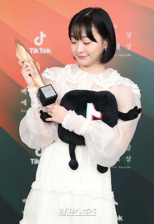 Ký sinh trùng và Khi hoa trà nở thắng đậm giải phim Baeksang Hàn Quốc - ảnh 10
