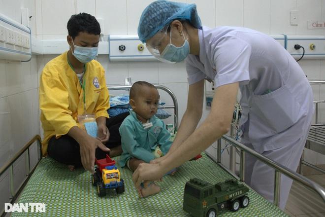 Đặt máy tạo nhịp, cứu sống trẻ bị bệnh tim hiếm gặp - ảnh 1