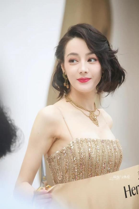 ''Mỹ nữ Tân Cương'' Địch Lệ Nhiệt Ba khoe vẻ đẹp nữ thần trên thảm đỏ, nhan sắc thế nào mà được so sánh với Phạm Băng Băng? - ảnh 10