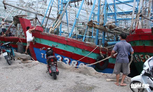 Bắc Trung Bộ cấp tập chống bão số 8, hỗ trợ người dân trên đường hồi hương - ảnh 1
