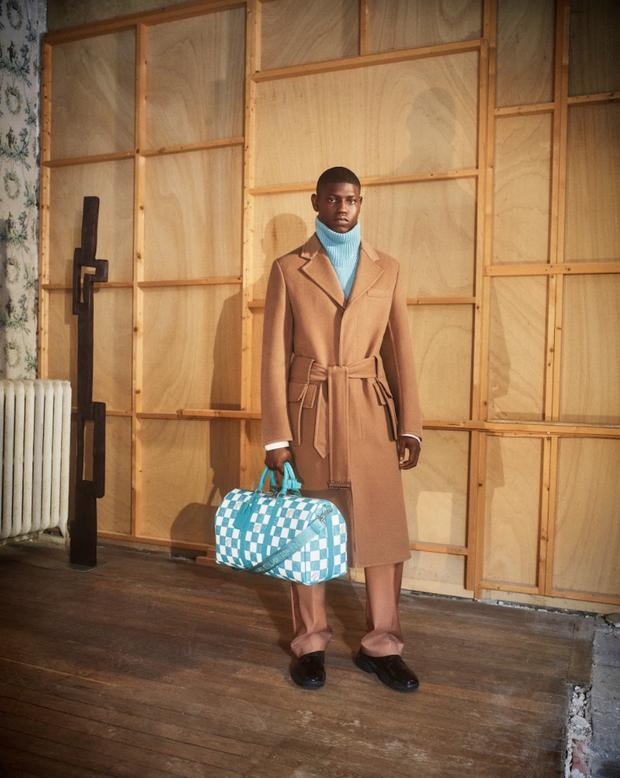 BST Louis Vuitton Mùa Thu 2021: Cảm hứng thời trang mạnh mẽ đến từ tấm thiệp hơn 100 năm trước - ảnh 2