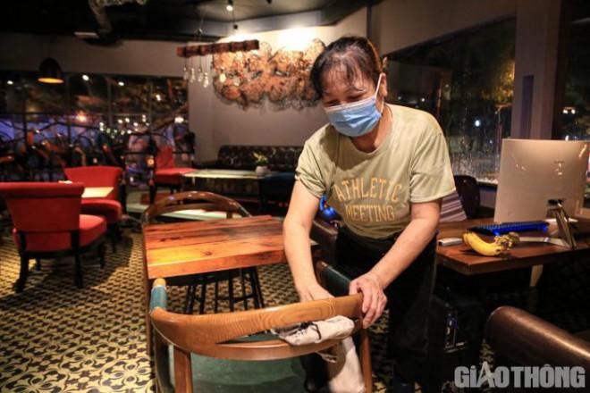 Hà Nội: Xuyên đêm dọn dẹp hàng quán để đón khách sáng 14/10 - ảnh 6