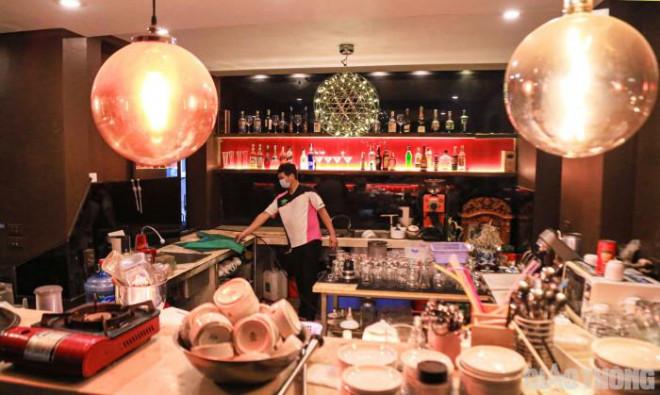 Hà Nội: Xuyên đêm dọn dẹp hàng quán để đón khách sáng 14/10 - ảnh 5