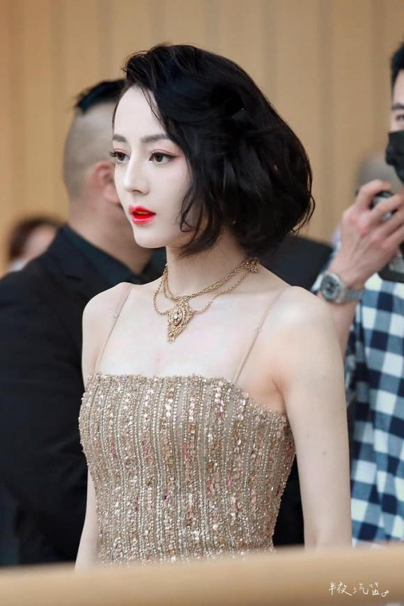 ''Mỹ nữ Tân Cương'' Địch Lệ Nhiệt Ba khoe vẻ đẹp nữ thần trên thảm đỏ, nhan sắc thế nào mà được so sánh với Phạm Băng Băng? - ảnh 5