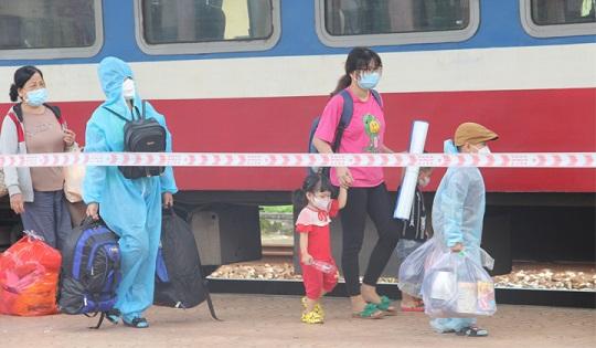 Thêm 600 công dân gặp khó khăn do dịch bệnh được về quê Thừa Thiên - Huế bằng tàu hỏa - ảnh 2