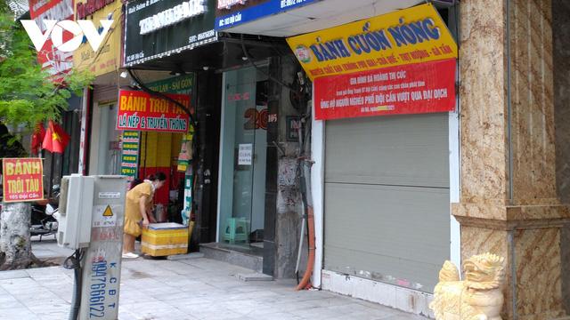 Hàng quán ở Hà Nội phục vụ khách tại chỗ: Người hy vọng, kẻ tiếc nuối - ảnh 2