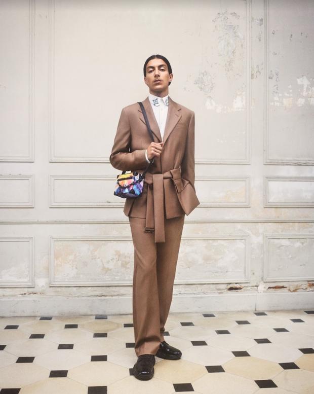 BST Louis Vuitton Mùa Thu 2021: Cảm hứng thời trang mạnh mẽ đến từ tấm thiệp hơn 100 năm trước - ảnh 6