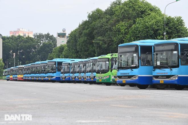Xe buýt, taxi Hà Nội vận hành thế nào khi được hoạt động trở lại? - ảnh 1