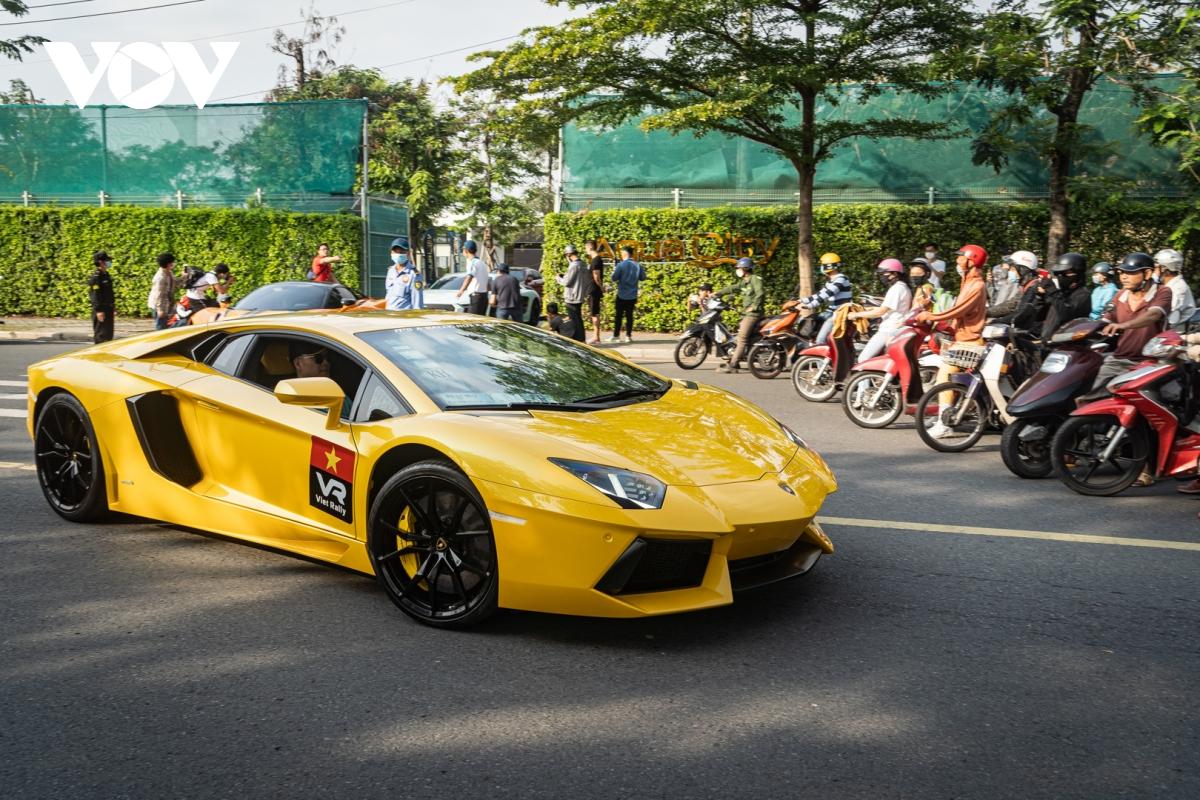 Siêu xe hàng hiếm lấy cảm hứng từ thiết kế của Ferrari - ảnh 19