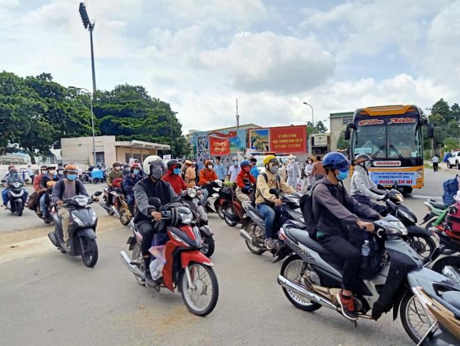 Người lao động được sử dụng ôtô cá nhân đi lại giữa Đồng Nai và TP HCM - ảnh 1