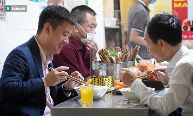 Chủ tịch hội đồng quản trị, tổng giám đốc đi từ Bắc Ninh ra Hà Nội ăn phở cho đã