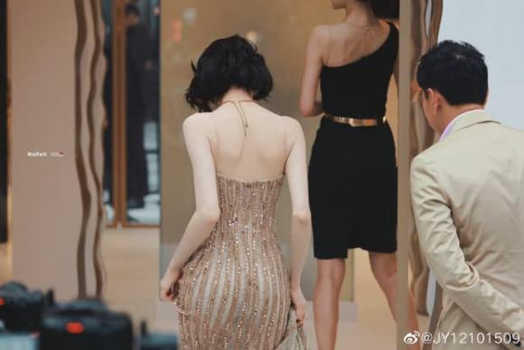 ''Mỹ nữ Tân Cương'' Địch Lệ Nhiệt Ba khoe vẻ đẹp nữ thần trên thảm đỏ, nhan sắc thế nào mà được so sánh với Phạm Băng Băng? - ảnh 12