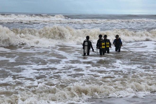 Hai anh em cùng đi tắm biển, anh bị sóng cuốn mất tích - ảnh 1