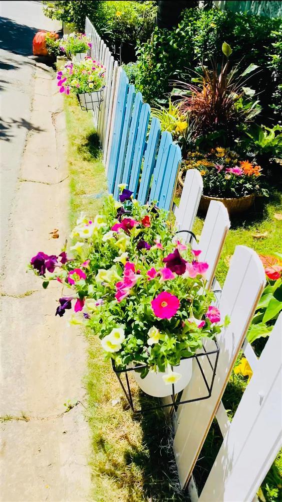 Vy Oanh khoe cận cảnh biệt thự ngập sắc hoa chồng tặng - ảnh 14