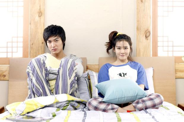 Son Ye Jin - Lee Min Ho từng có cảnh giường chiếu nóng bỏng mắt, Hyun Bin xem lại chắc tức phát điên - ảnh 6