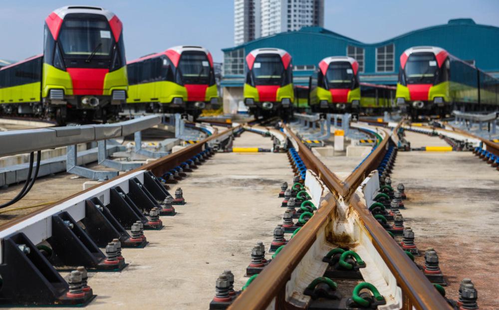 Cận cảnh 10 đoàn tàu tuyến Metro Nhổn - ga Hà Nội sẵn sàng chạy thử nghiệm - ảnh 1