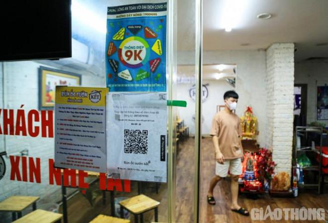 Hà Nội: Xuyên đêm dọn dẹp hàng quán để đón khách sáng 14/10 - ảnh 4