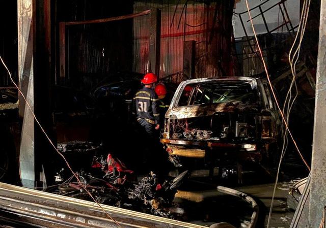 Cháy garage ô tô, 3 xe sang gồm Range Rover và Audi bị ''nướng chín'' - ảnh 1