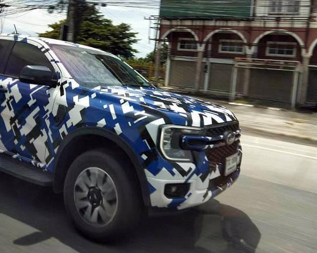 Ford Ranger 2022 lộ diện rõ nét trên đường phố: Như F-150 thu nhỏ, động cơ đồn đoán mạnh nhất phân khúc, sẽ sớm ra mắt tại Việt Nam - ảnh 2