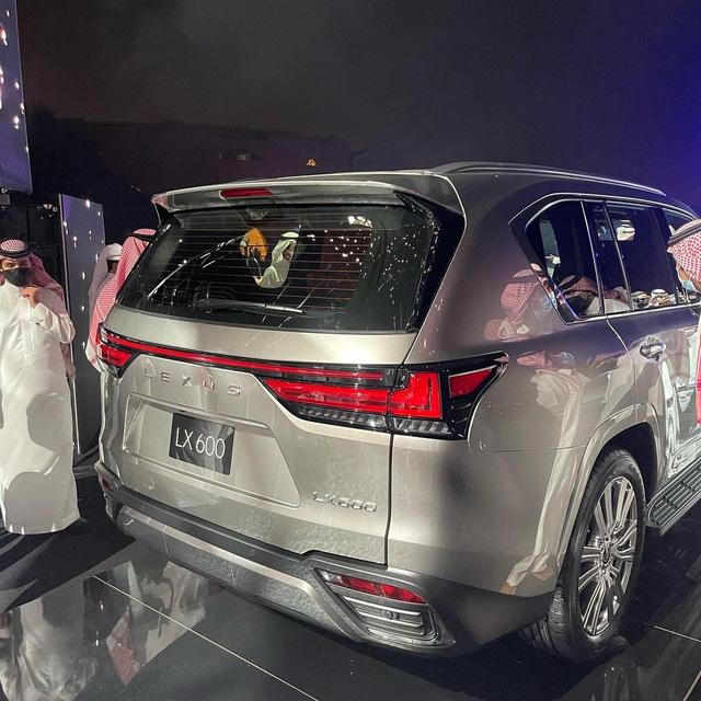 Ảnh thực tế đầu tiên của Lexus LX 600 2022: Đẹp và hầm hố hơn quảng cáo, sẽ về nước phục vụ đại gia Việt - ảnh 7